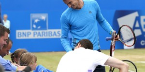 Andy_Murray_Coaxing_kids_to_play_tennis