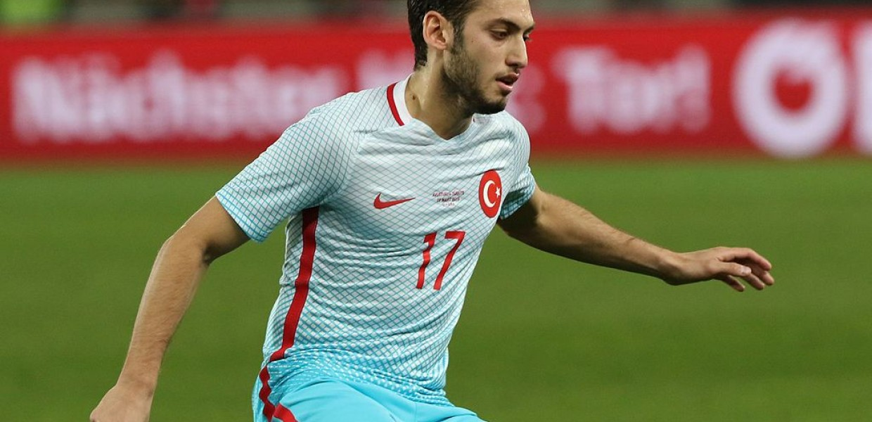 Image of Hakan Çalhanoğlu by Steindy (https://commons.wikimedia.org/wiki/User:Steindy)