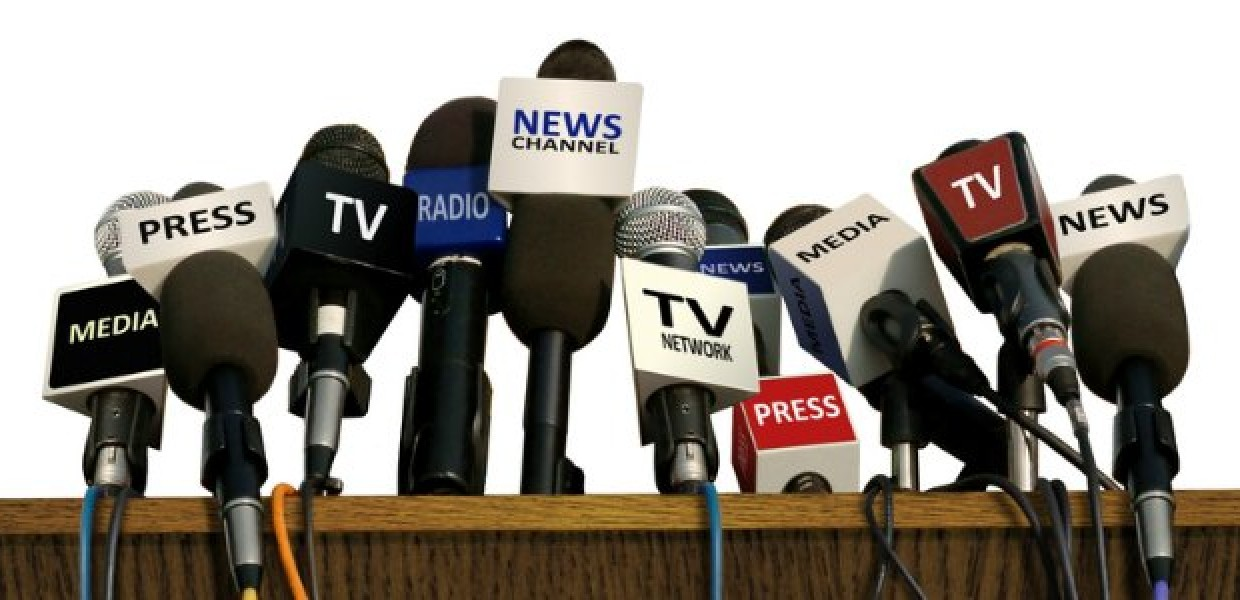 Press_Media_TV_Microphones_on_Desk